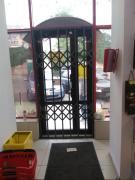 Розсувні решітки металеві на двері, вікна, вітрини Ві́нниця